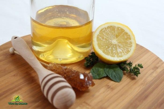 Acqua e limone con il miele