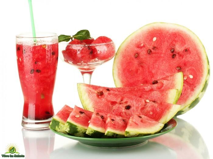Una bevanda fresca con anguria